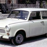 "Ny ministerbil hvis SF kommer i regering igen? Nå, nej. Det er kun folket, der skal køre gamle biler. Foto: ""Trabant 601 Estate"" by Charles01 - Own work. Licensed under CC BY-SA 3.0 via Commons"